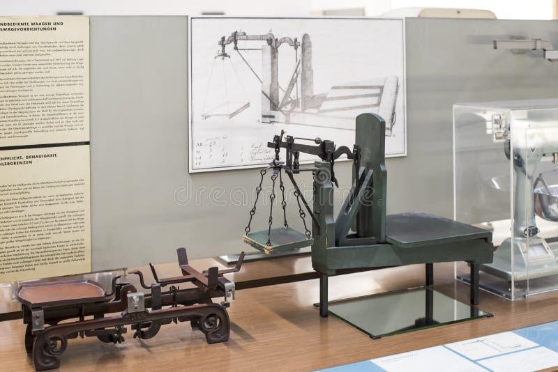Немецкий музей достижений науки и техники представляет собой экспозицию старых механизмов производства энергии стоковые изображения
