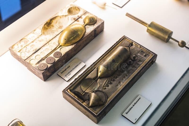 Немецкий музей достижений науки и техники представляет собой экспозицию старых механизмов производства энергии стоковая фотография