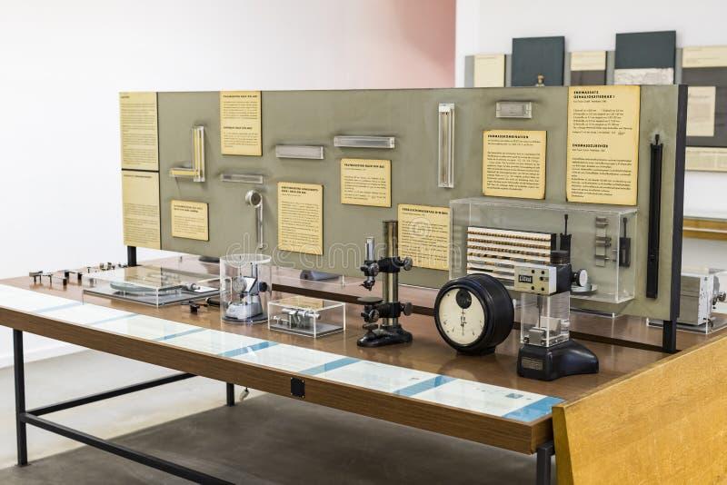 Немецкий музей достижений науки и техники представляет собой экспозицию старых механизмов производства энергии стоковые фото