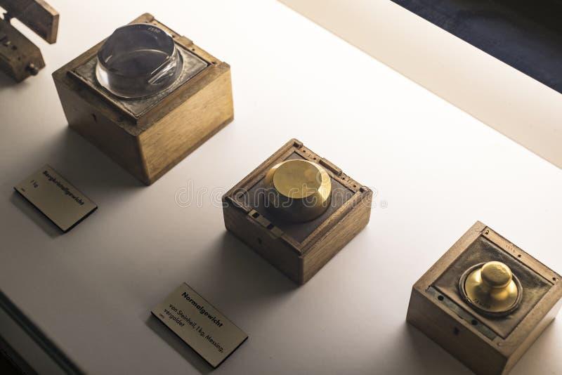 Немецкий музей достижений науки и техники представляет собой экспозицию старых механизмов производства энергии стоковое изображение