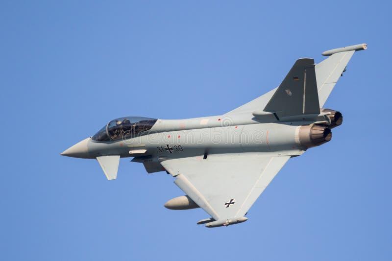 Немецкий реактивный истребитель тайфуна Eurofighter военновоздушной силы стоковое фото rf