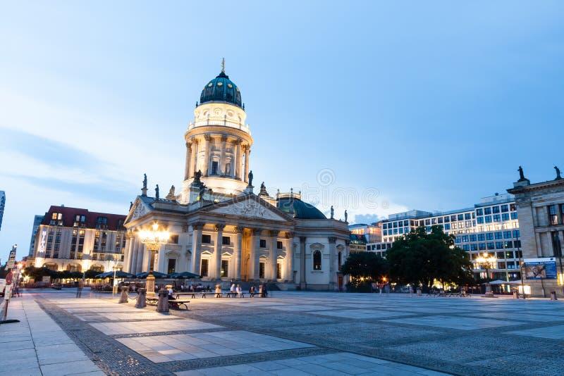 Немецкий собор в Gendarmenmarkt, известный квадрат в Берлине, g стоковое изображение rf
