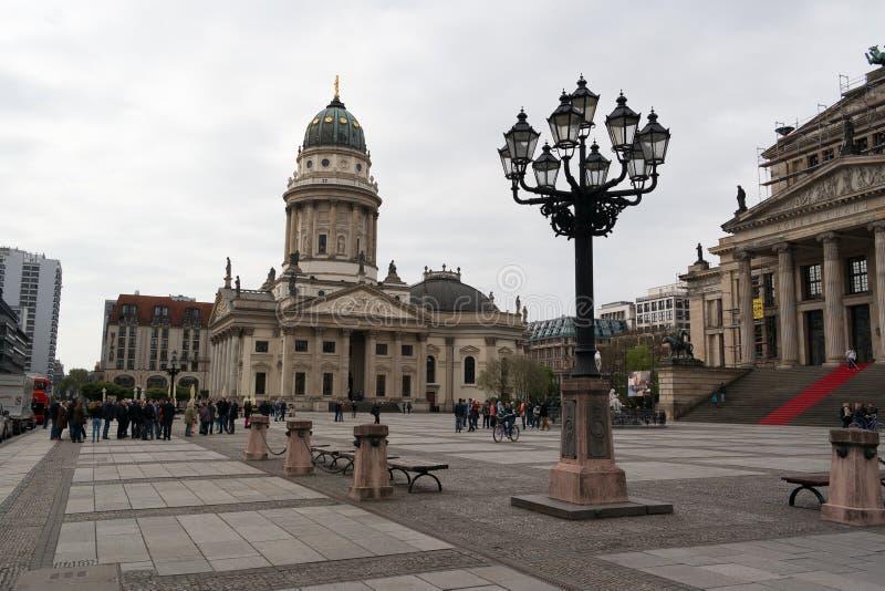 Немецкий собор и Konzerthaus на Gendarmenmarkt стоковые фото