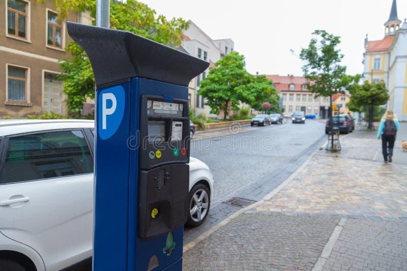 Немецкий торговый автомат штрафа за нарушение правил стоянки на улице стоковое фото
