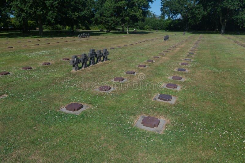 Немецкое кладбище войны на Ла Cambe, Нормандии, Франции стоковое фото