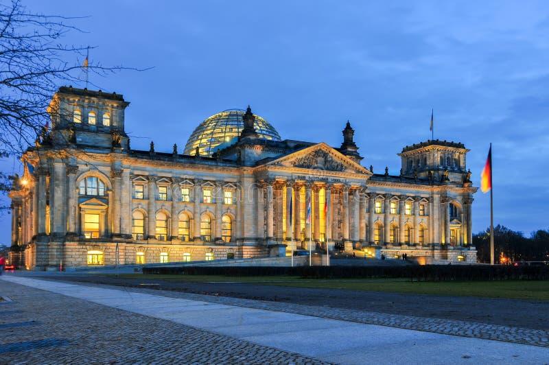 Немец Reichstag на сумраке стоковое фото rf