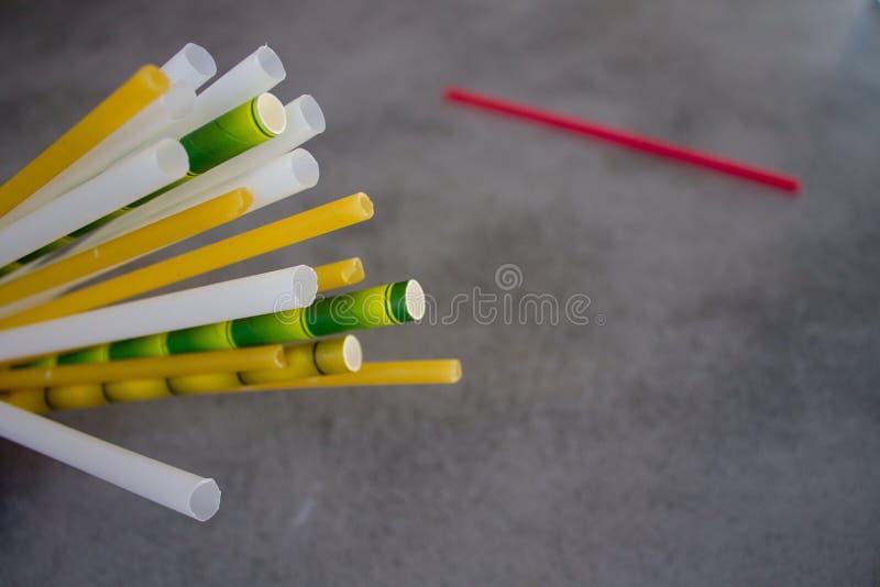 Немногий замещение пластиковых трубок коктейля стоковые изображения rf