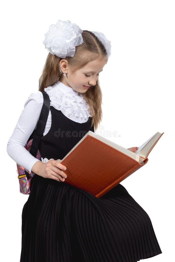Немногое милая школьница представляя на белой предпосылке стоковая фотография