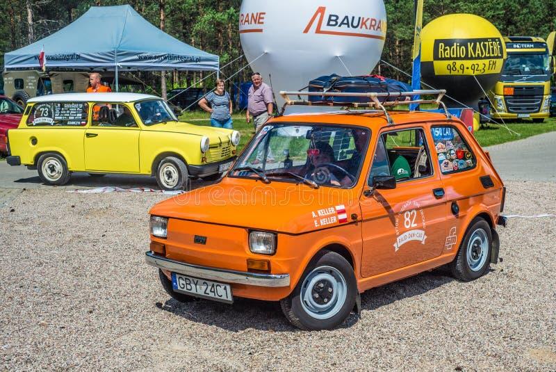 Немногое оранжевый автомобиль Polski Фиат 126p и желтое Trabant стоковая фотография rf