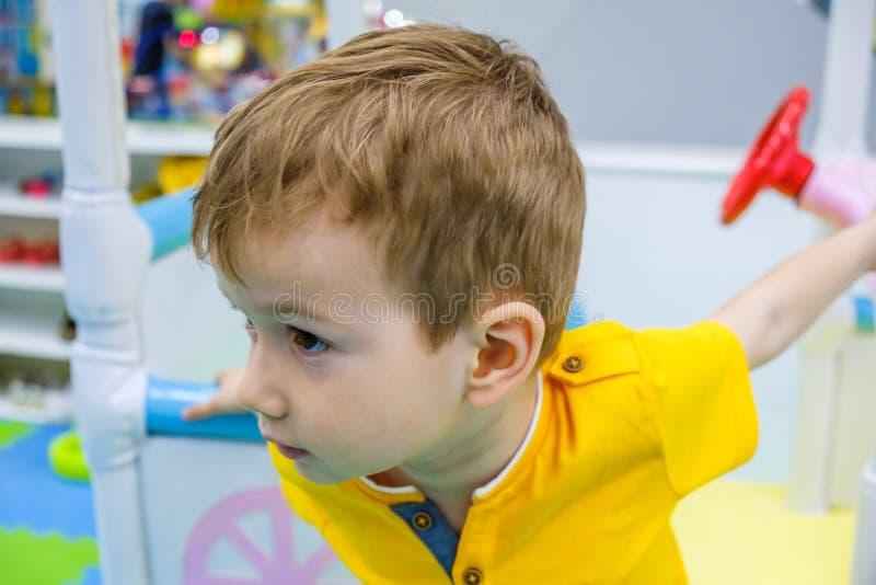 Немногое эмоция ребенк мальчика ребенка мило стоковое фото