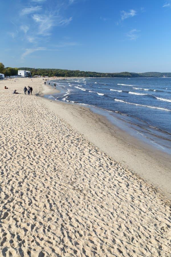 Немного людей на пляже в Sopot стоковые фотографии rf