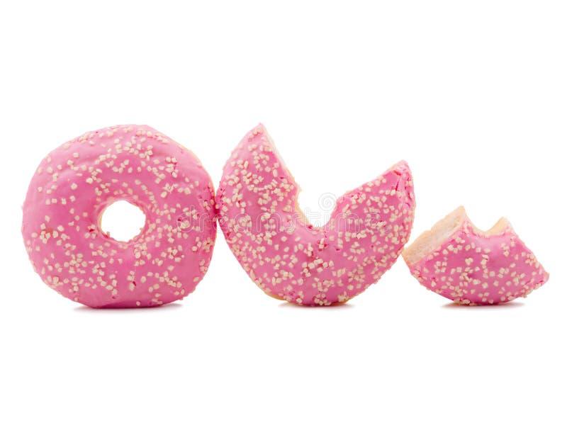 Немного donuts в поливе сахара, весь, половинный и малой части Изолировано на белизне стоковые фото