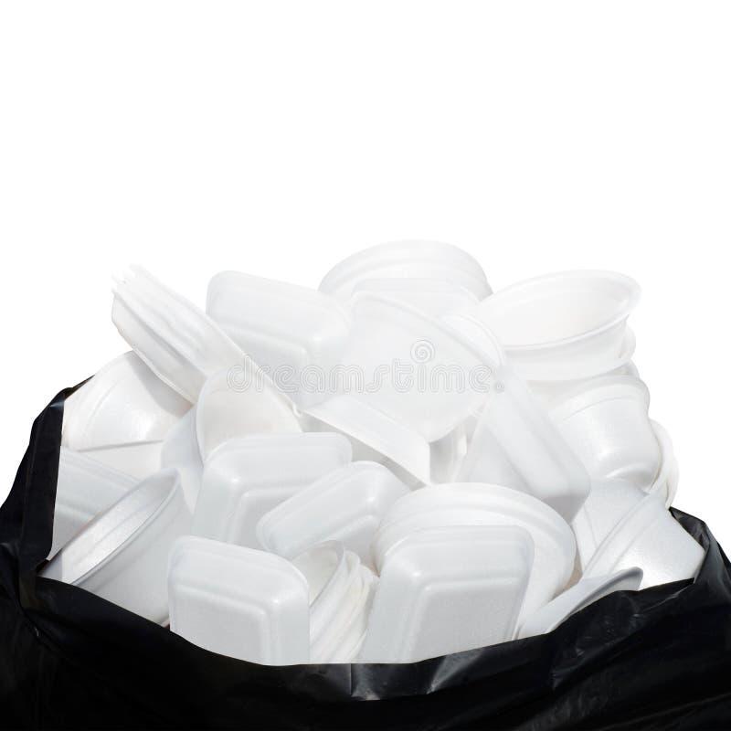 Ненужная белизна подноса еды пены отброса много складывает на пластичное черное пакостном сумки изолированном на белой предпосылк стоковые изображения rf