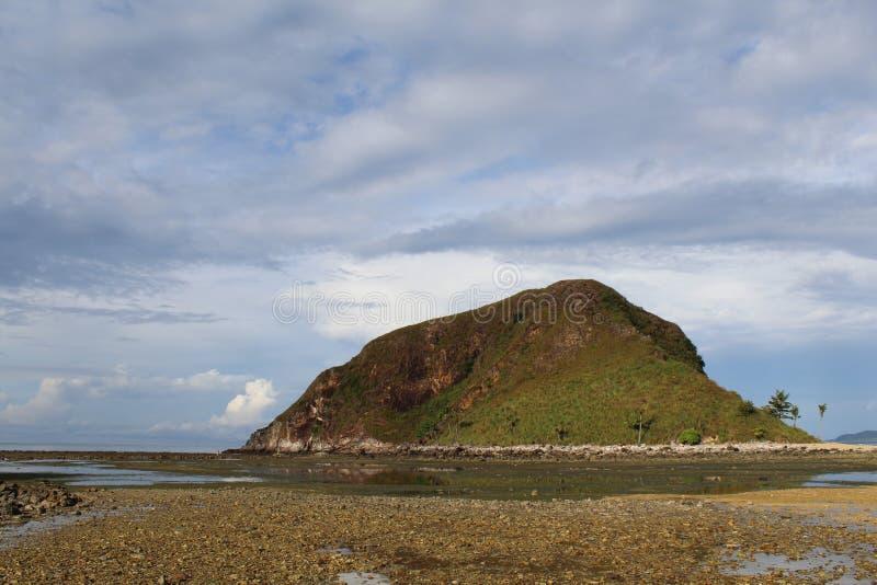 Необжитый остров в Филиппинах стоковые фотографии rf