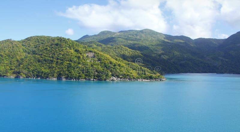 необитаемый остров тропический стоковые изображения rf