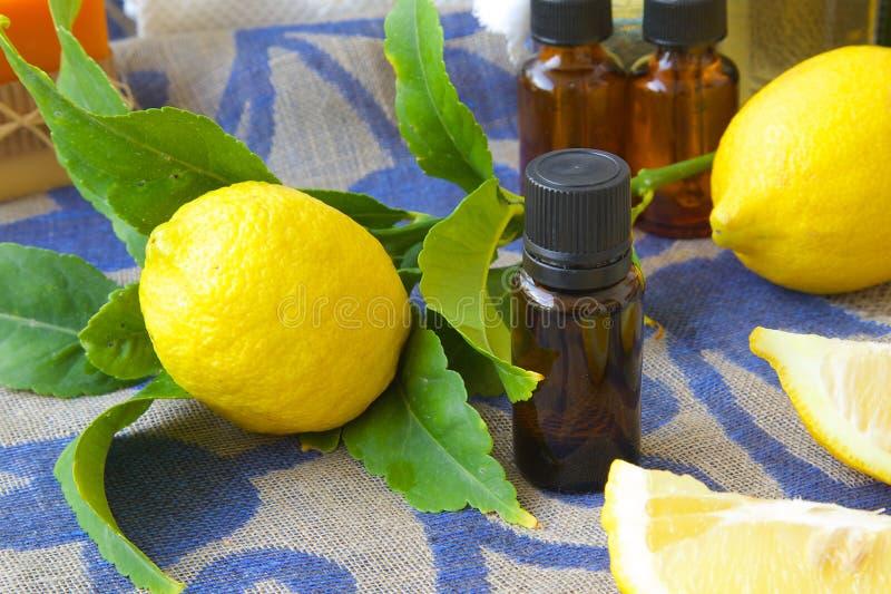необходимое масло лимона стоковые изображения rf