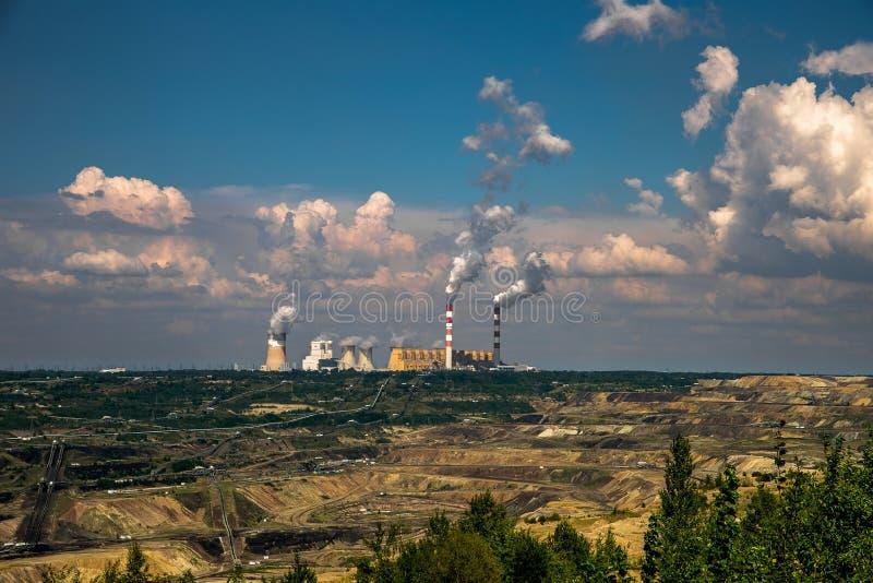 Необыкновенная большая электростанция стоковые изображения rf