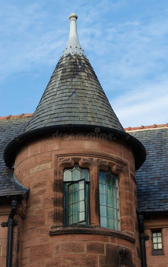 Необыкновенная круглая башенка на доме стоковые изображения rf