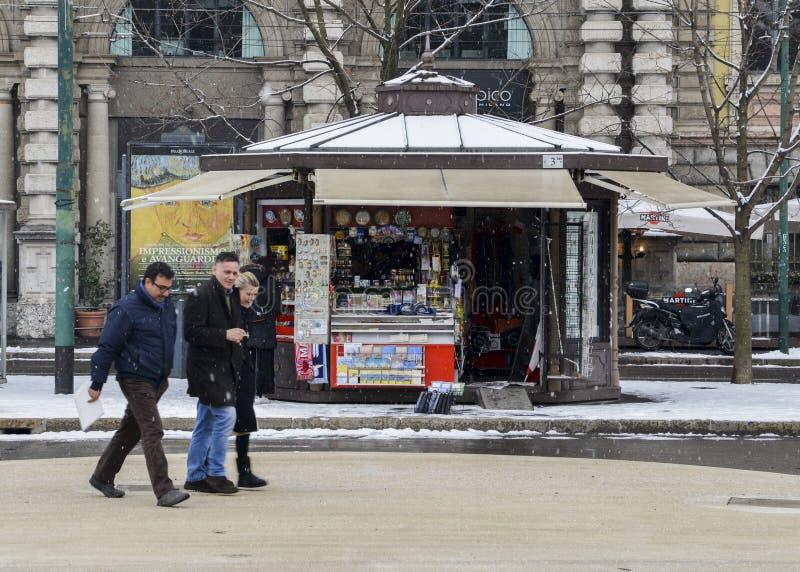 Необычно холодная и снежная погода должная к явлению вызвала Зверя от восточных забастовок милана, Ломбардии, Италии A стоковые фото