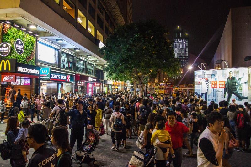 Неоновые света на улице Tsim Sha Tsui стоковая фотография