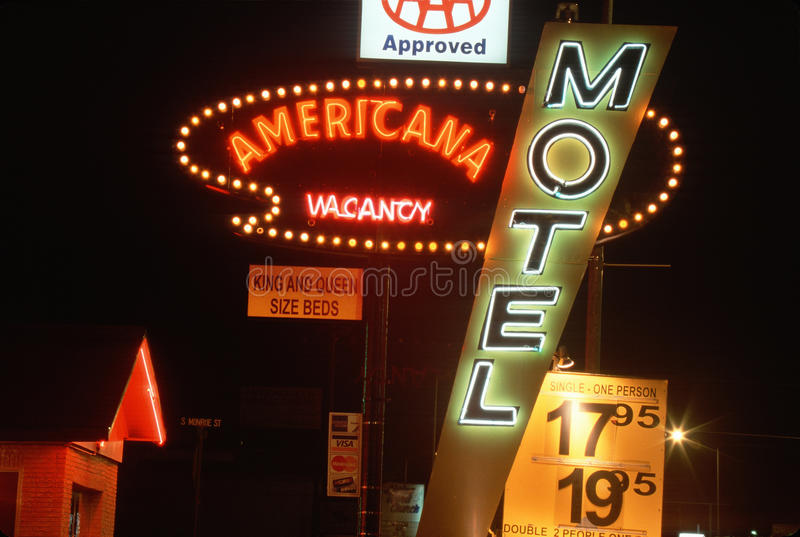 Неоновые света для дешевого мотеля, Las Cruces, NM стоковые фотографии rf