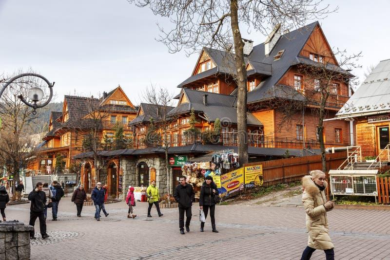 Неопознанные туристы на Krupowki стоковое изображение rf