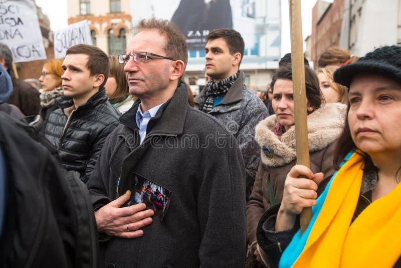Неопознанные участники во время демонстрации на главной площади, в поддержку независимости Ukrainein стоковое фото rf