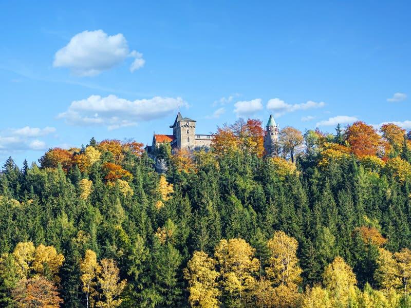 Нео готический замок Lesna Skala в Szczytna стоковое изображение rf
