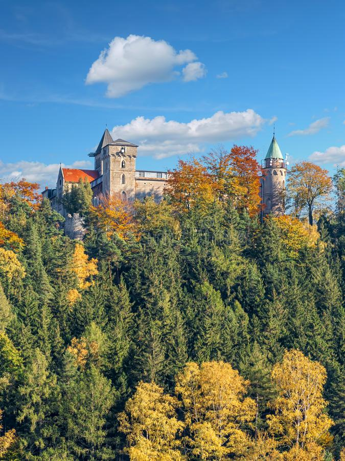 Нео готический замок Lesna Skala в Szczytna стоковые изображения rf