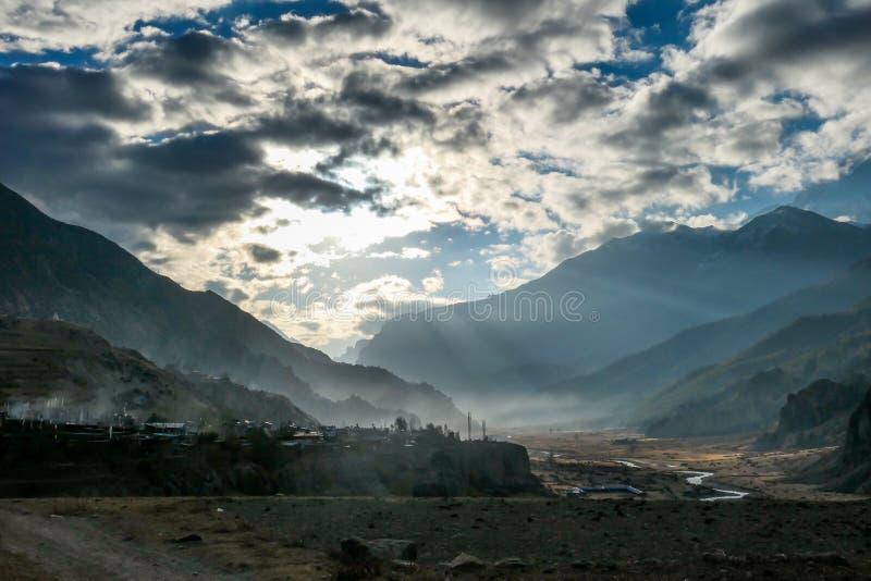 Непал - яркое утро над Гималаями стоковое изображение