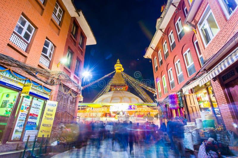 Непал - 23-ье декабря 2016:: Премудрость наблюдает на stupa Boudhanath стоковое изображение rf