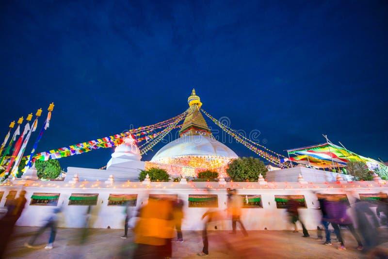 Непал - 23-ье декабря 2016:: Премудрость наблюдает на stupa Boudhanath стоковые фотографии rf
