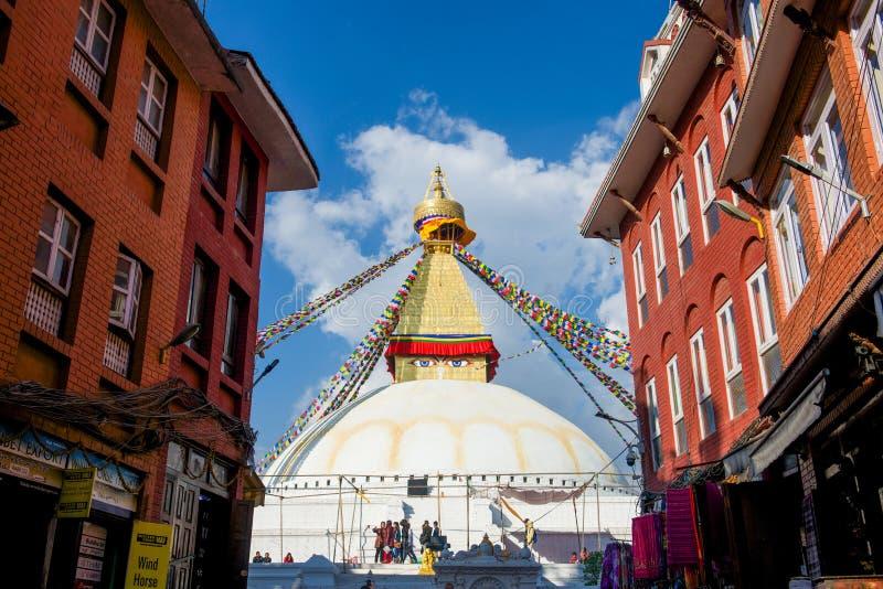 Непал - 3-ье января 2017:: Премудрость наблюдает на Ла stupa Boudhanath стоковая фотография rf