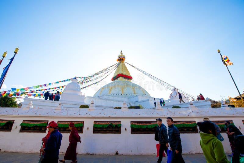 Непал - 3-ье января 2017:: Премудрость наблюдает на Ла stupa Boudhanath стоковая фотография