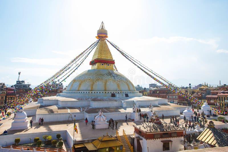 Непал - 3-ье января 2017:: Премудрость наблюдает на Ла stupa Boudhanath стоковое изображение rf