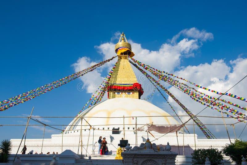 Непал - 3-ье января 2017:: Премудрость наблюдает на Ла stupa Boudhanath стоковое изображение