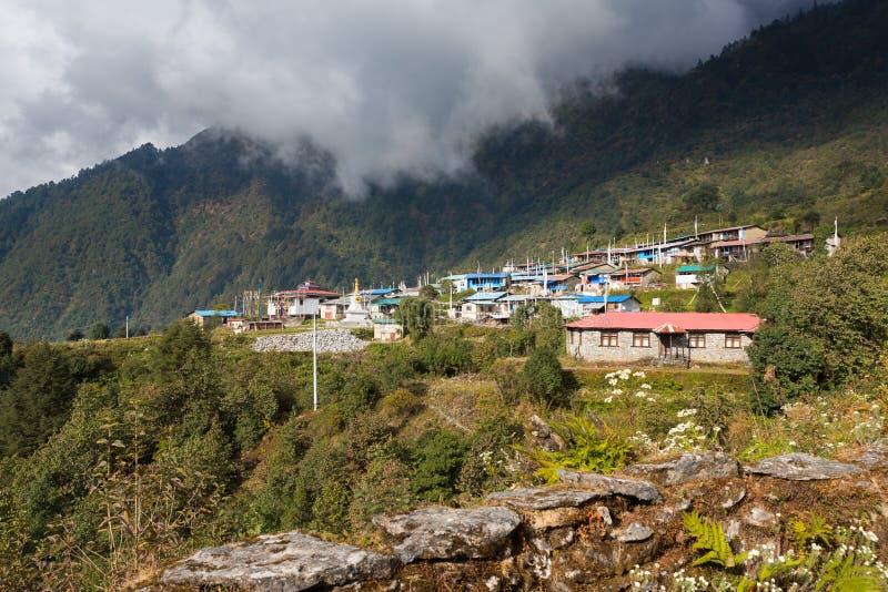 Непальское традиционное горное село леса, Tarkeyghyang стоковое изображение