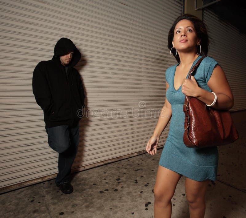 неподозревающая женщина стоковые изображения rf
