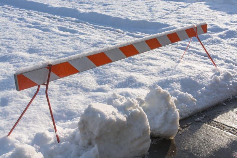 Непредвиденная более barier преграждая идти снег зона воссоздания стоковое изображение