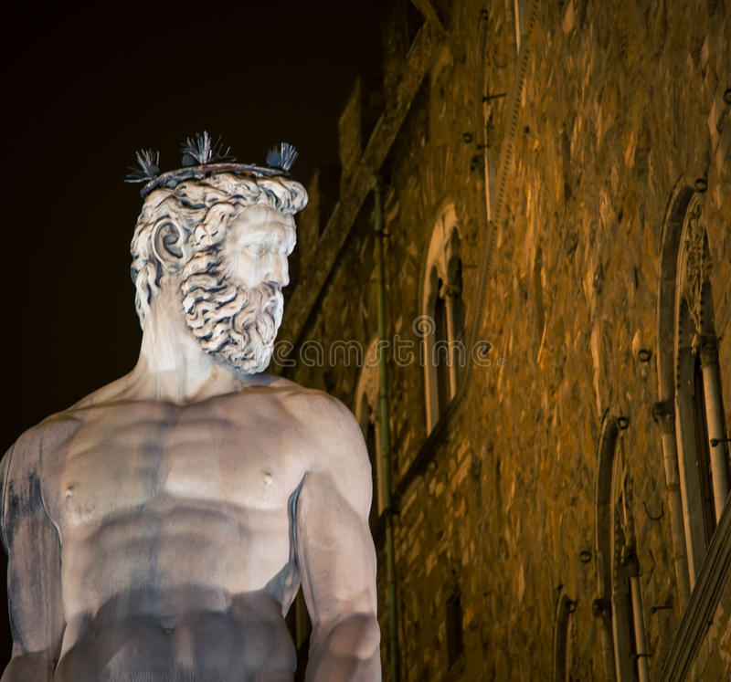 Нептун в Флоренции на ноче стоковое фото