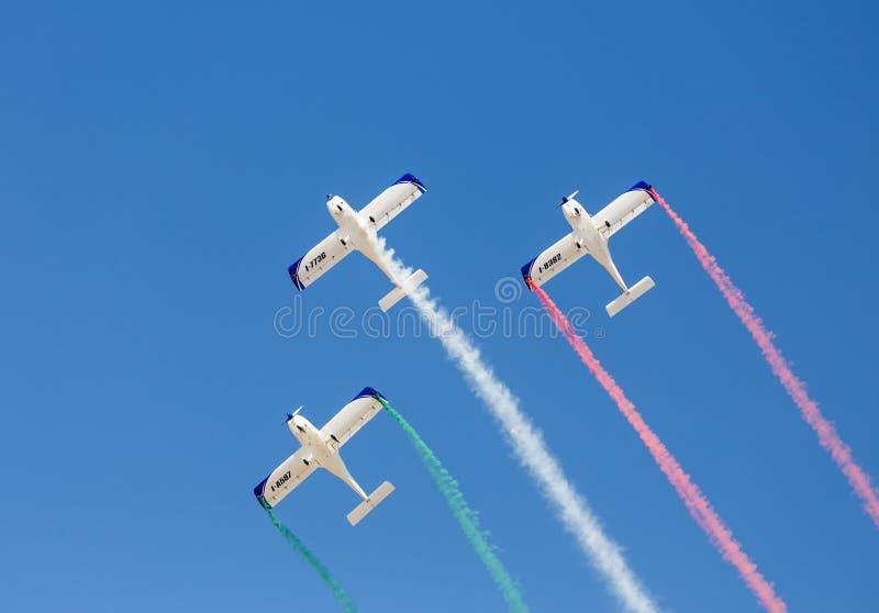 Неработающая итальянка пилотирует пилотажные формы Wefly команды цветы итальянского флага стоковое изображение rf