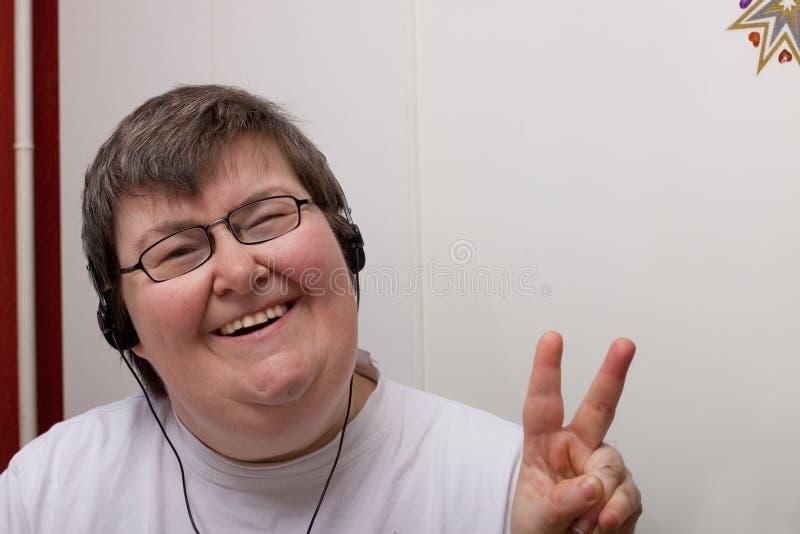 неработающая наушника женщина умственно стоковое изображение rf