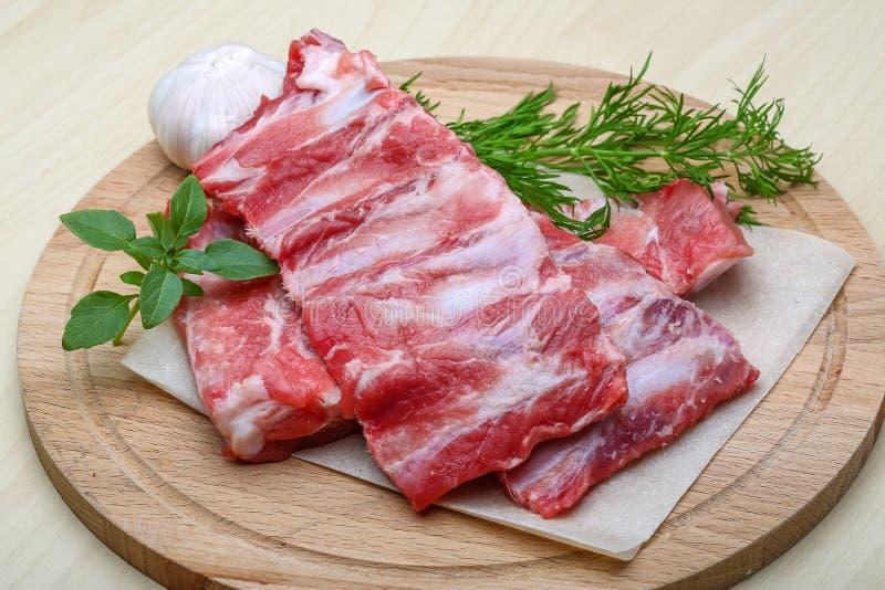 нервюры свинины сырцовые стоковая фотография rf
