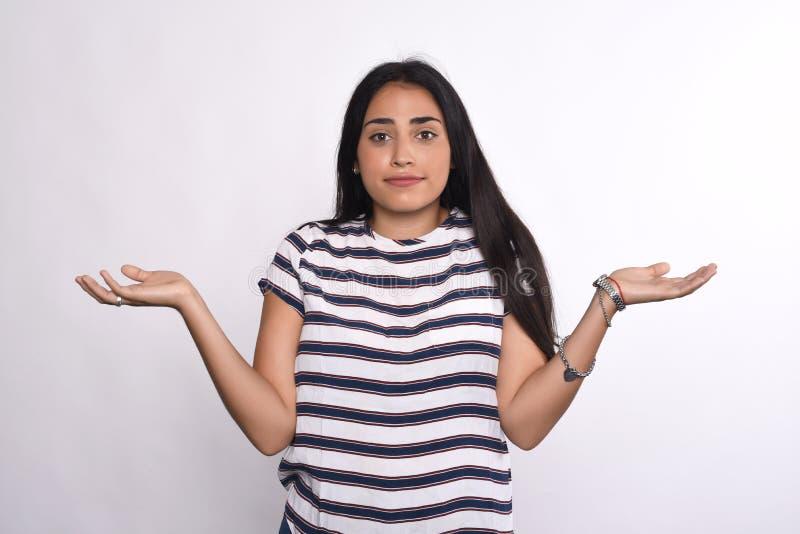 Нерешительная молодая женщина стоковые фотографии rf