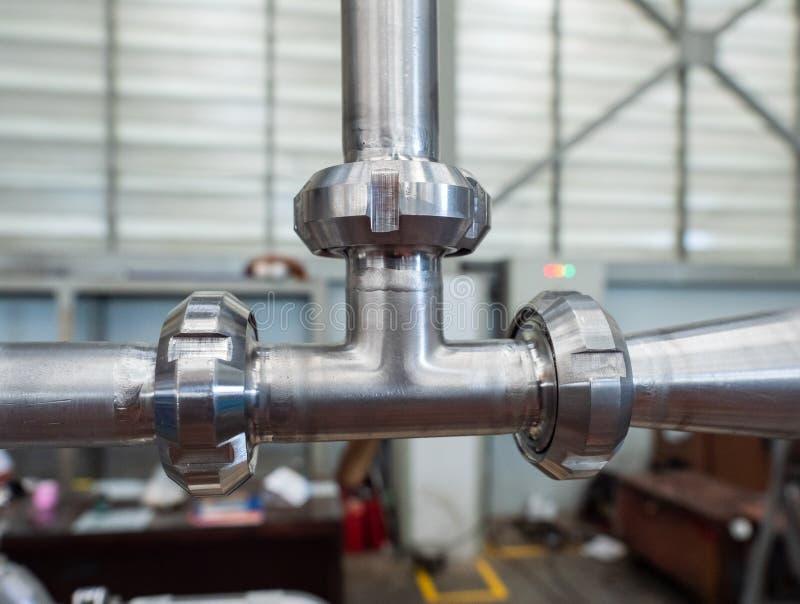 Нержавеющее T-соединение трубы стоковое изображение