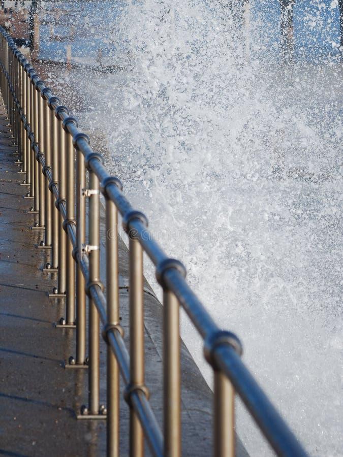 Нержавеющие поручень и море стоковое фото rf