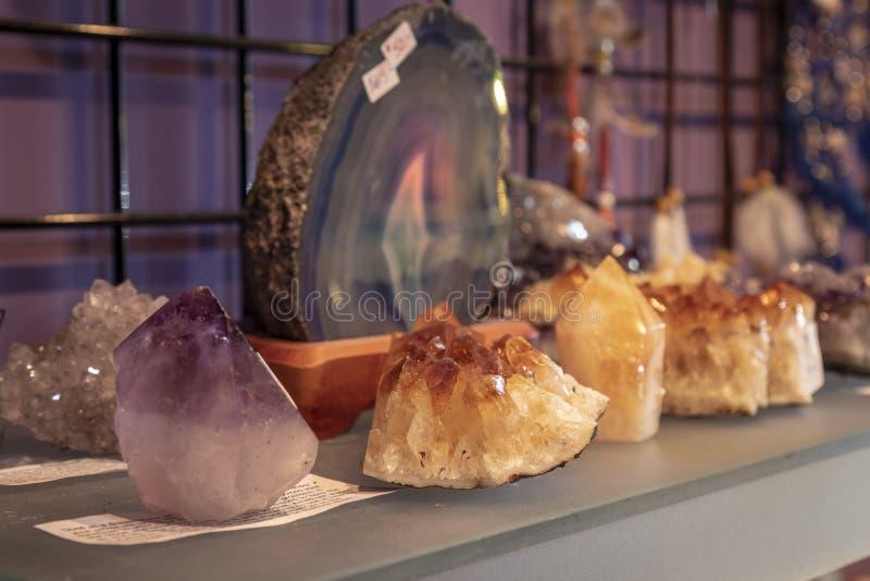 Несколько красивых заживление кристаллических образцов стоковое изображение