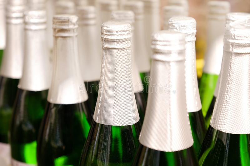 Несколько старых бутылок вина в винном погребе стоковое фото rf