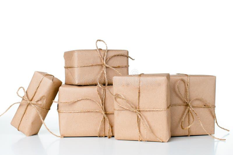Несколько подарочных коробок, почтовые пакеты стоковое изображение rf