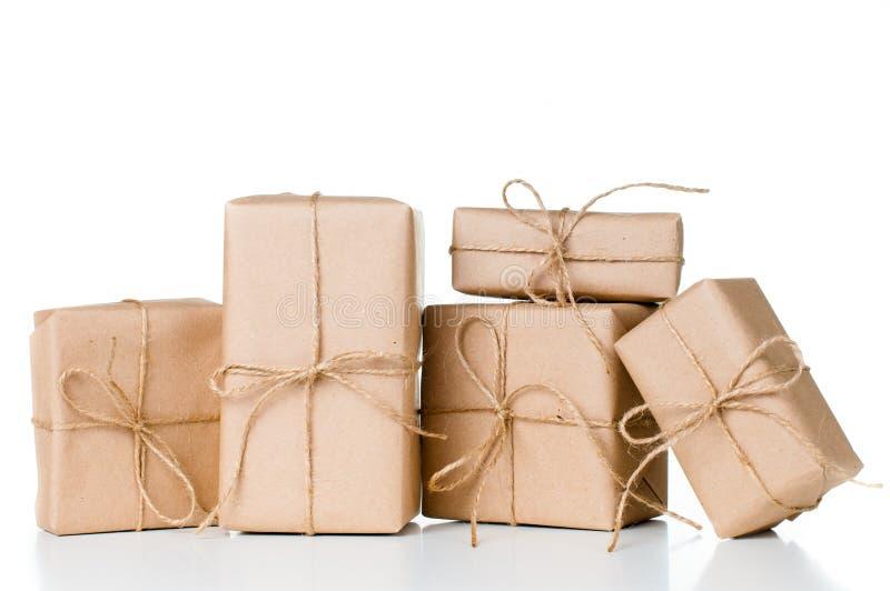 Несколько подарочных коробок, почтовые пакеты стоковая фотография
